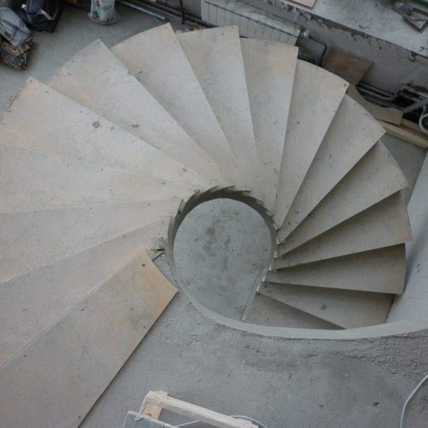 Винтовая бетонная лестница фото 13 МОНОЛИТМАСТЕР