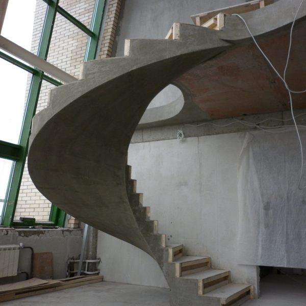 Винтовая бетонная лестница фото 14 МОНОЛИТМАСТЕР