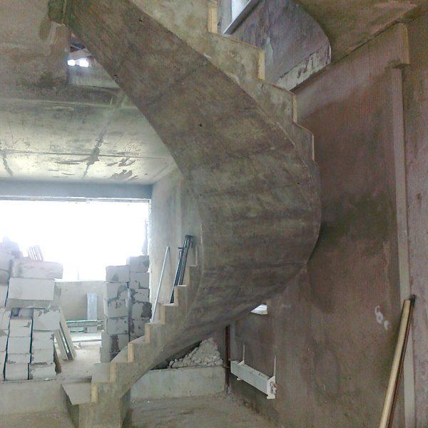 Винтовая бетонная лестница фото 15 МОНОЛИТМАСТЕР