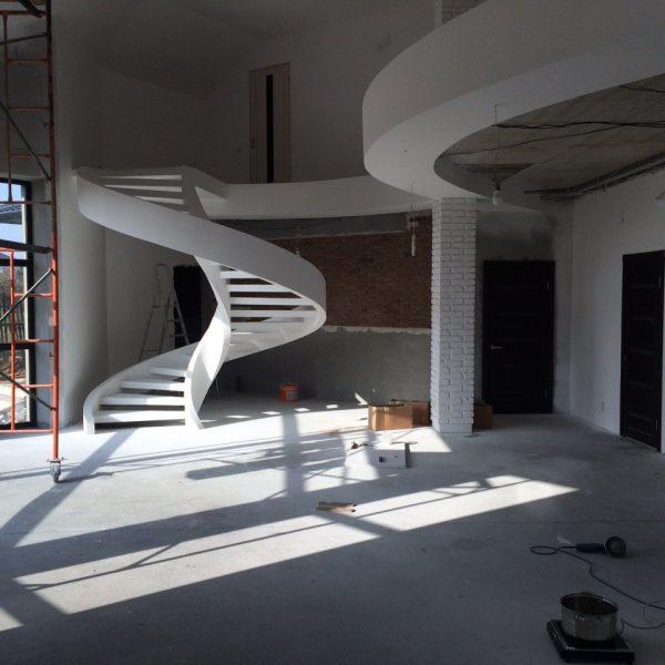 Винтовая бетонная лестница с отделкой фото 5 МОНОЛИТМАСТЕР