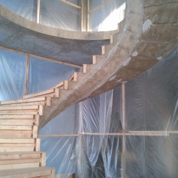 Винтовая бетонная лестница фото 8 МОНОЛИТМАСТЕР