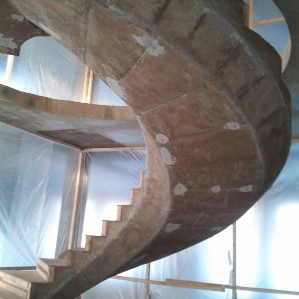 Винтовая бетонная лестница фото 9 МОНОЛИТМАСТЕР