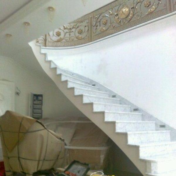 Г-образная бетонная лестница с забежными ступенями фото 2 МОНОЛИТМАСТЕР