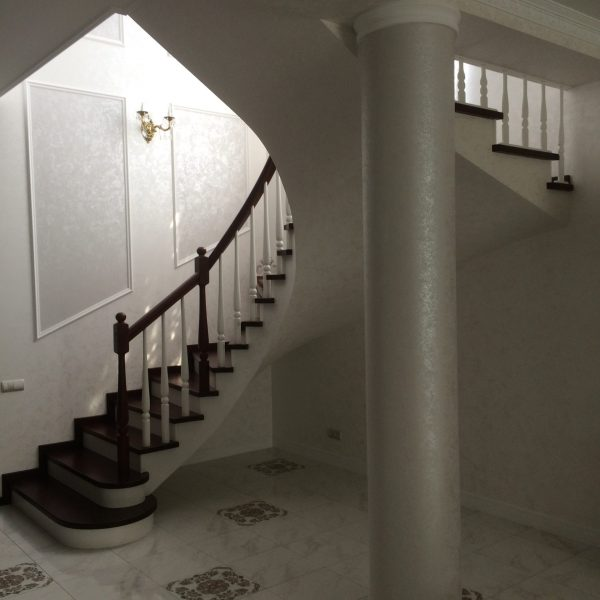 П-образная бетонная лестница с забежными ступенями фото 22 МОНОЛИТМАСТЕР