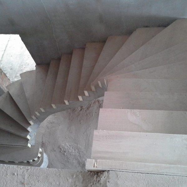 П-образная бетонная лестница с забежными ступенями фото 27 МОНОЛИТМАСТЕР