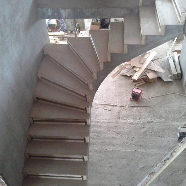 П-образная бетонная лестница с забежными ступенями фото 28 МОНОЛИТМАСТЕР