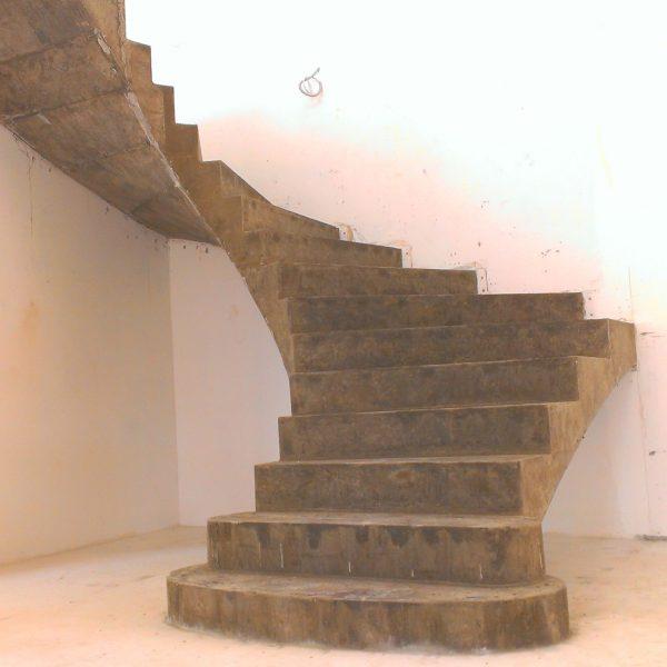 П-образная бетонная лестница с забежными ступенями фото 7 МОНОЛИТМАСТЕР