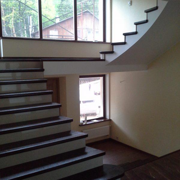 П-образная бетонная лестница с площадкой фото 1 МОНОЛИТМАСТЕР