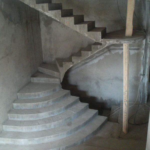 Бетонная лестница (монолитная) без отделки 1 МОНОЛИТМАСТЕР