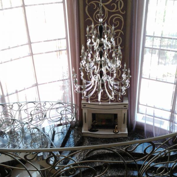Бетонная лестница (монолитная) с отделкой мрамором 6 МОНОЛИТМАСТЕР