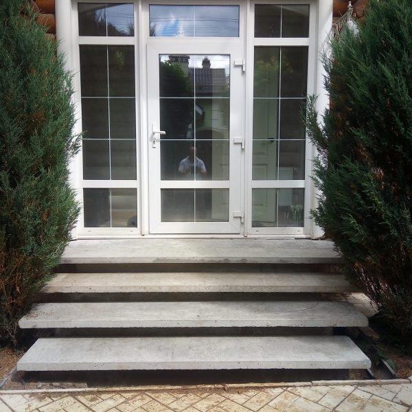Уличная бетонная лестница (крыльцо) фото 1 МОНОЛИТМАСТЕР